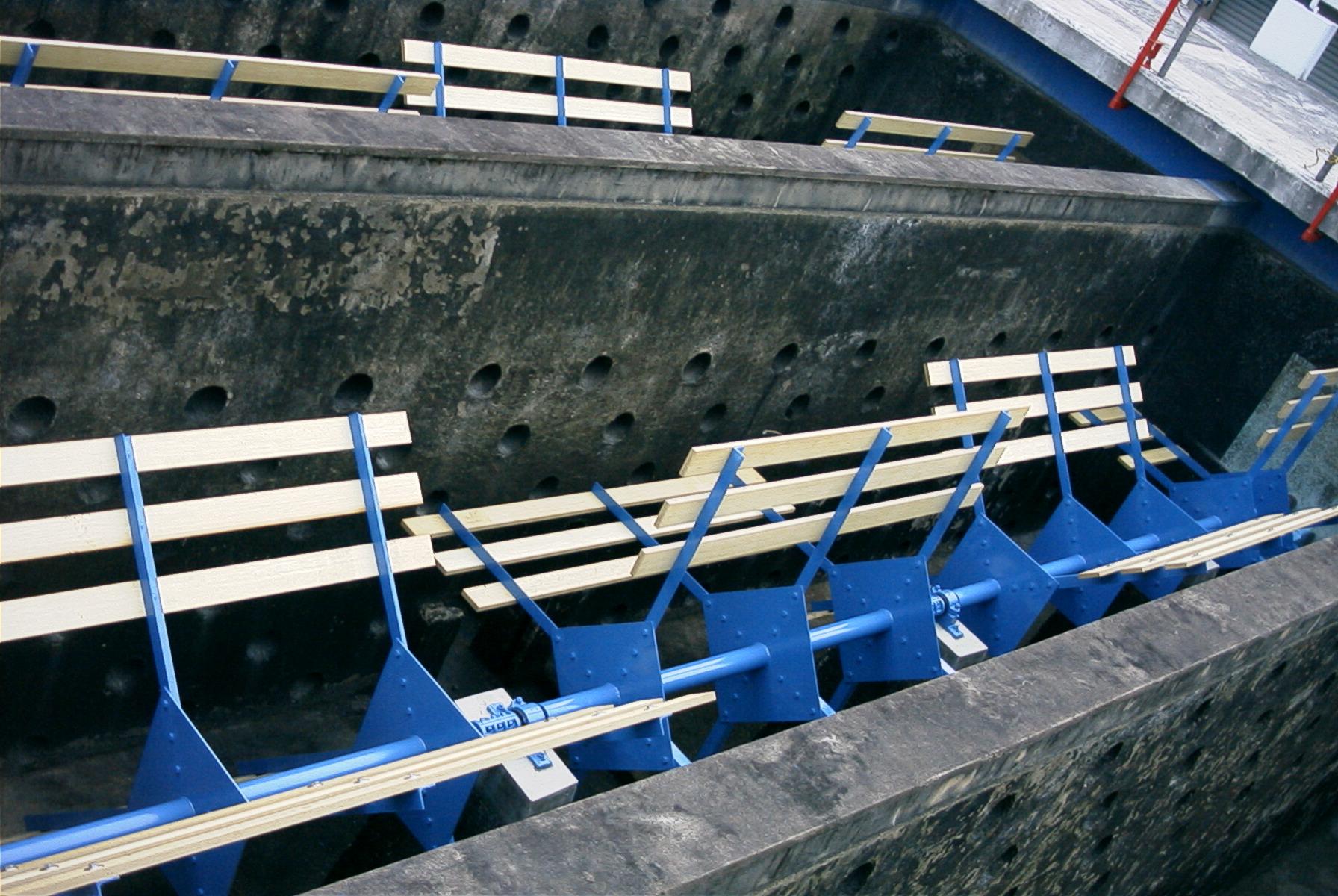 佐賀県唐津市久里第1浄水場 1号2号フロック形成池攪拌装置改修工事 実績写真1